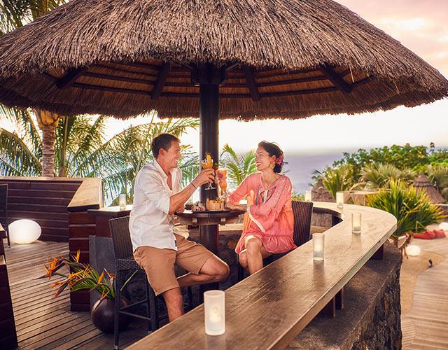 Un couple sur la terrasse du bar le Kokoa