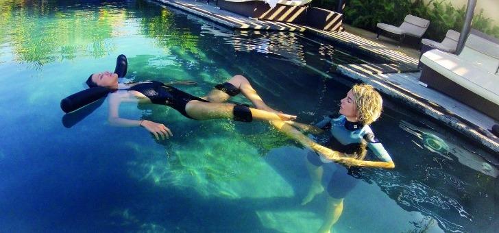 Soin Aqua Sens dan sla piscine chaufée du PALM Hotel & Spa