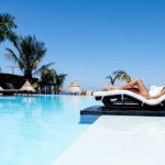 Transat sur la piscine du PALM Hotel & Spa