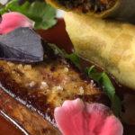 Escalope de foie gras péï, croustillant baba figue et jus corsé au sirop la cuite.
