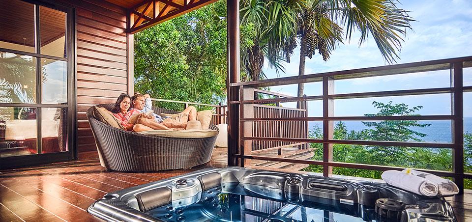 Terrasse d'un lodge avec bain à remous