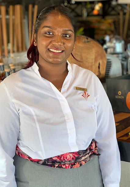 Larissa, barmaid du KOKOA Bar